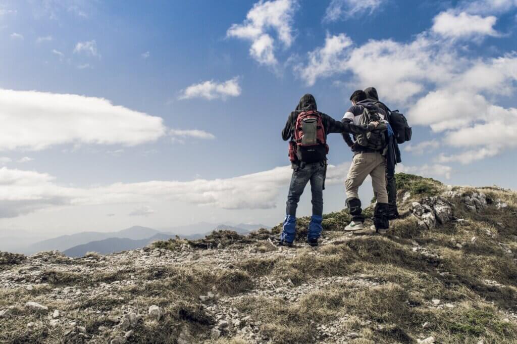 hiking travel trend